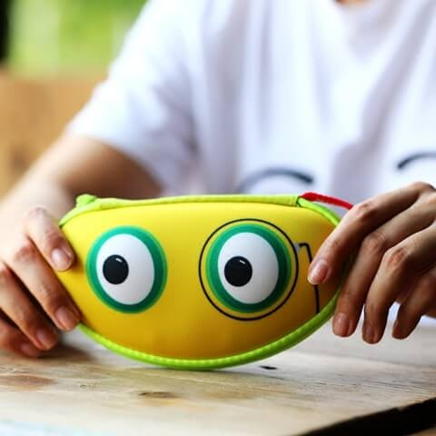 Children Small Hard Shell Eyeglass Case  Effect picture